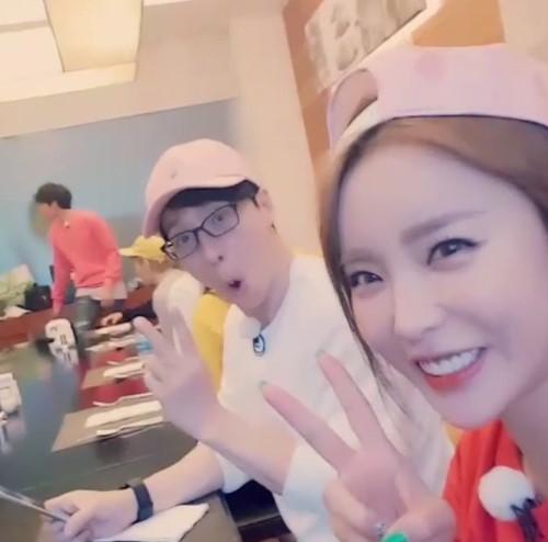 Hong Jin Young Catches Yoo Jae Suk On Candid Camera