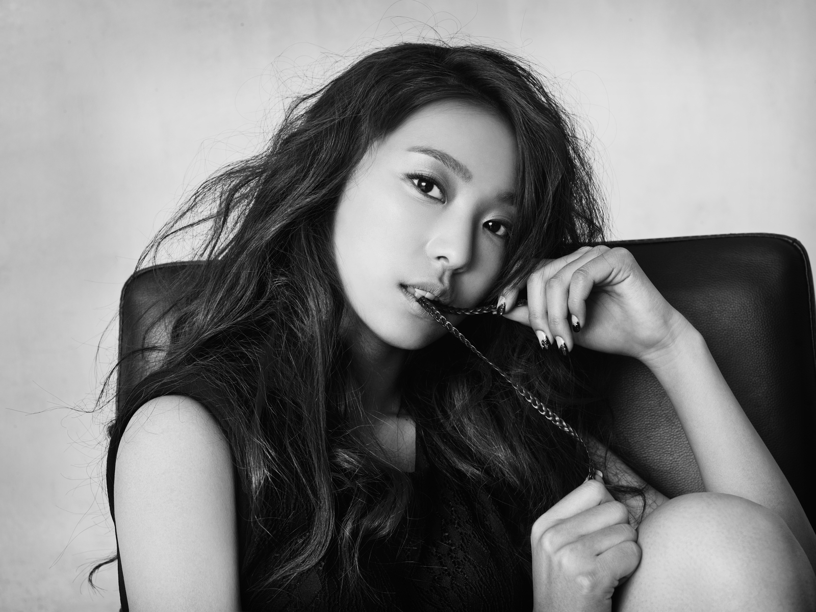 """SISTAR's Bora Reveals Bruises Acquired From """"Cool Kiz On The Block"""""""