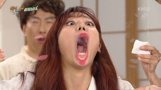 """A Pink's Kim Namjoo Shows Just How Big Her Mouth (Literally) Is On """"Happy Together"""""""