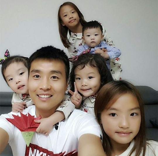 """Lee Dong Gook Of """"The Return Of Superman"""" Shows Off Handmade Parent's Day Gift From His Children"""