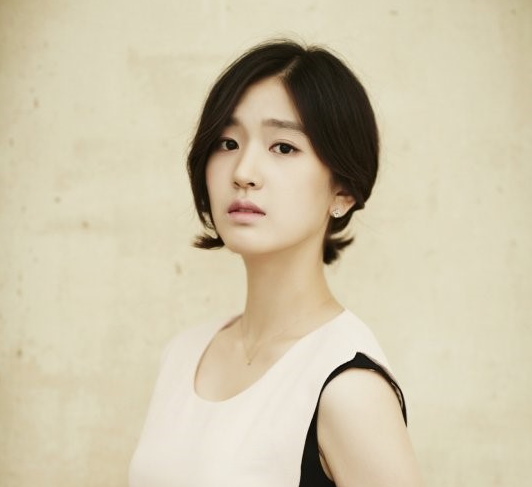 "Rookie Actress Kim Hye In Cast As Female Lead For Korean Remake of ""Entourage"""