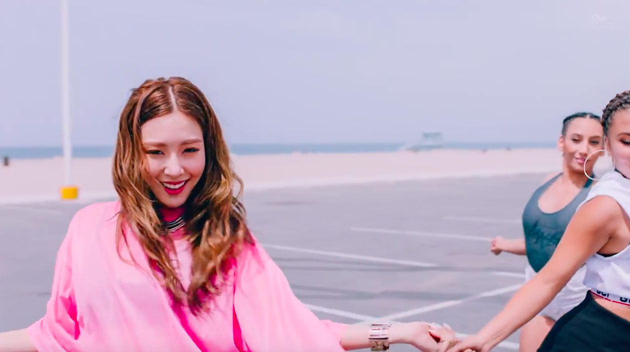 """Girls' Generation's Tiffany Makes Solo Debut With """"I Just Wanna Dance"""" MV"""