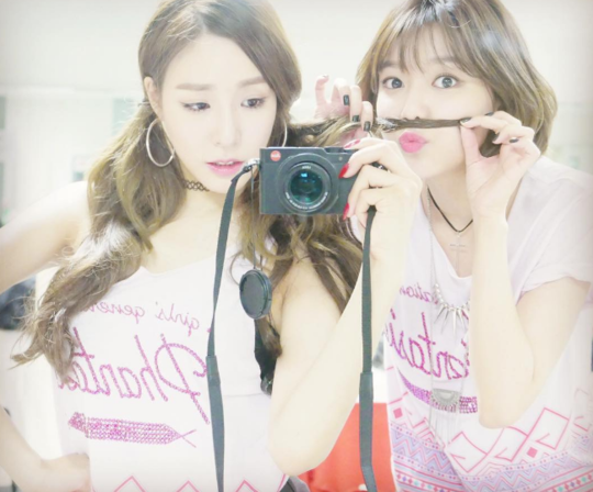 Girls' Generation's Sooyoung Cheers On Tiffany In Her Solo Debut