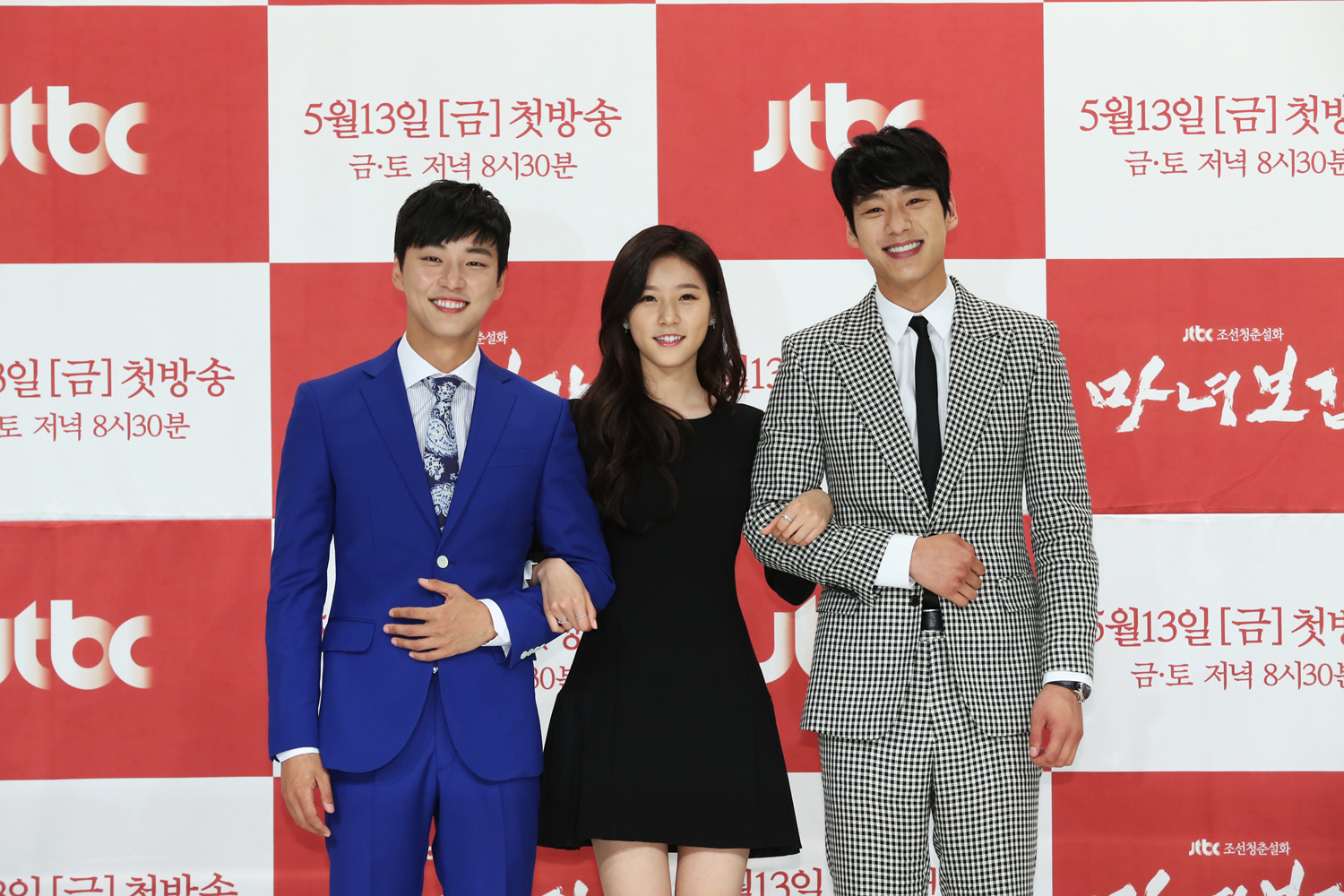 """Exclusive: Yoon Shi Yoon Is The Life Of The Party At """"Mirror Of The Witch"""" Press Conference"""