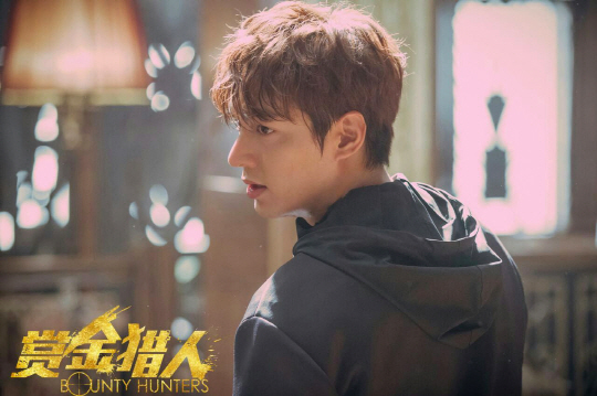 "Lee Min Ho's Film ""Bounty Hunters"" Confirms Premiere Date In China"
