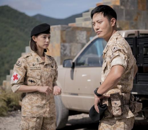 "Kim Ji Won Talks About Jin Goo's True Personality At ""Descendants Of The Sun"" OST Concert"