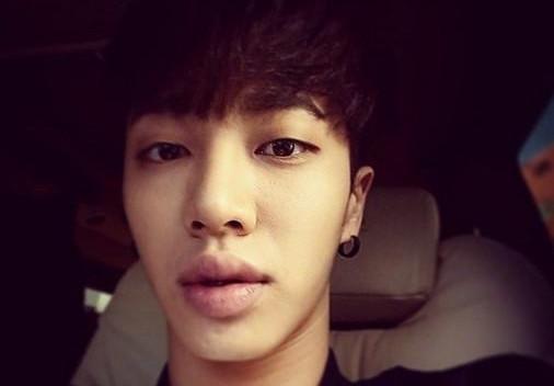 BEAST's Lee Gikwang Responds To Fans' Worry After Seeing Him In A Cast