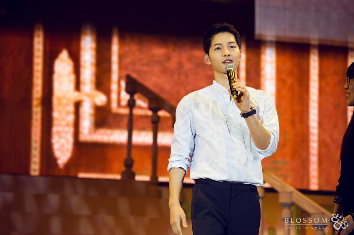Song Joong Ki Surprises Fans With Park Bo Gum's Appearance At Beijing Fan Meeting