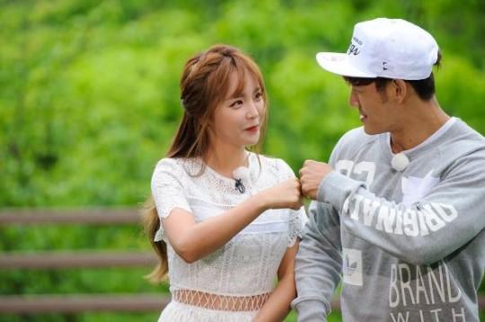 Haha Teases Hong Jin Young About Drunk Dialing Kim Jong Kook