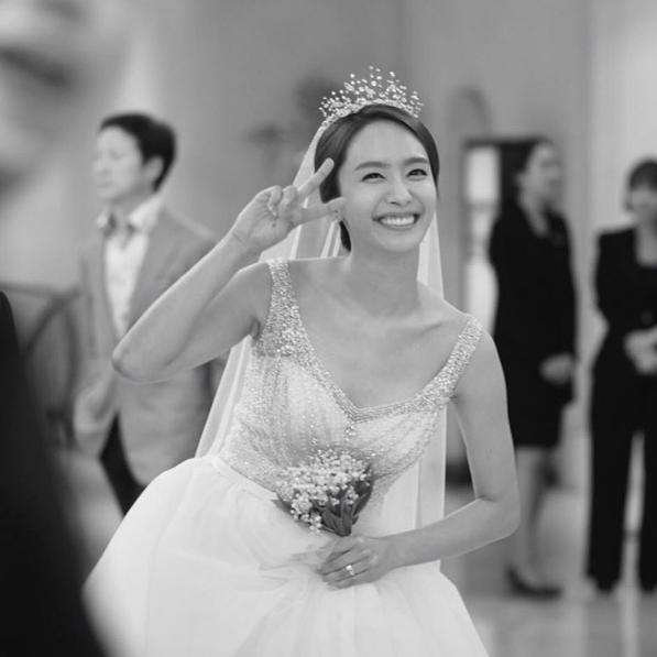 Former Jewelry Member Park Jung Ah Ties The Knot