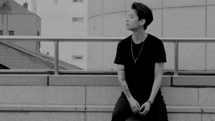 "Watch: f(x)'s Amber Surprises With Teaser Video For ""Crossing"""