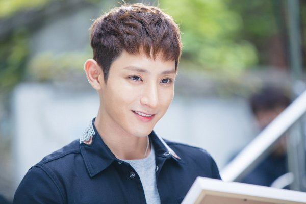 """""""Lucky Romance"""" Shares New Stills And Hints About Lee Soo Hyuk's Mysterious Character"""