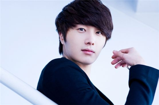 Jung Il Woo Releases Enlistment Details Following Lee Min Ho