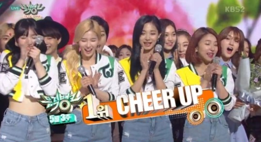"Watch: TWICE Gets 5th Win With ""Cheer Up"" On ""Music Bank"""