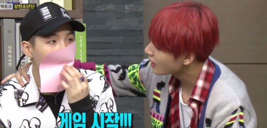 This Is How One Idol Avoids Playing The Dreaded Paper Kiss Game With