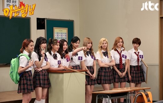 """TWICE To Be The New Transfer Students On """"Ask Us Anything"""""""
