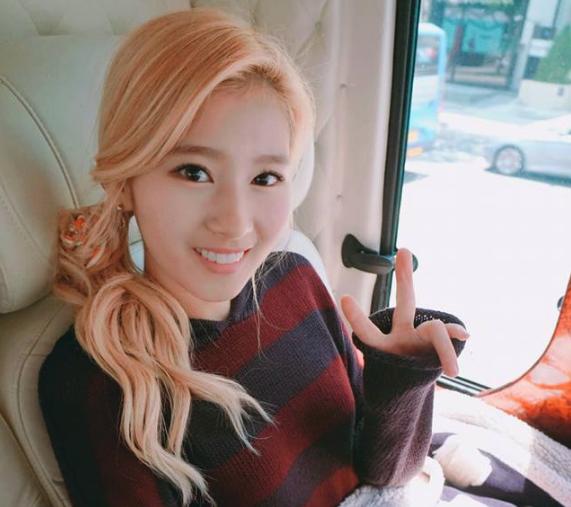 Watch: TWICE's Sana Helps Fallen Fan | Soompi