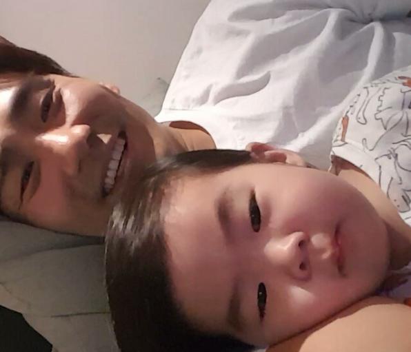 Lee Jung Soo and daughter