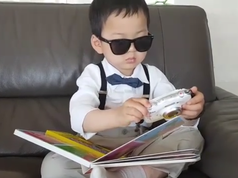 "Minguk Transforms Into A Stylish ""Englishman"" While Reading"