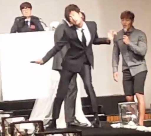 "Watch: Lee Kwang Soo Shows Off Hilarious Dance Skills At ""Running Man"" Producer's Wedding"