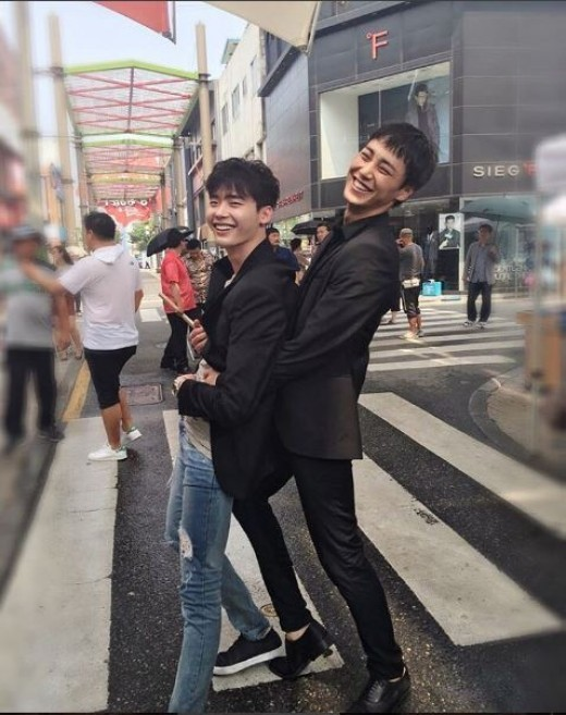 "Lee Jong Suk and Lee Tae Hwan Share Behind The Scenes Photos From Set Of Upcoming Drama ""W"""