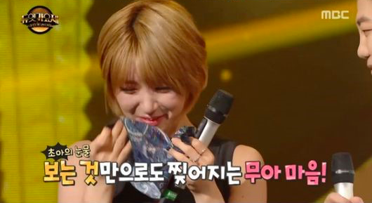 """Watch: AOA's Choa Tears Up During """"Duet Song Festival"""" Performance"""
