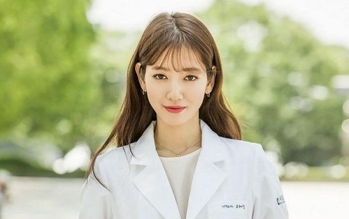 "Park Shin Hye Switches Up Her Look For ""Doctors"" Role"