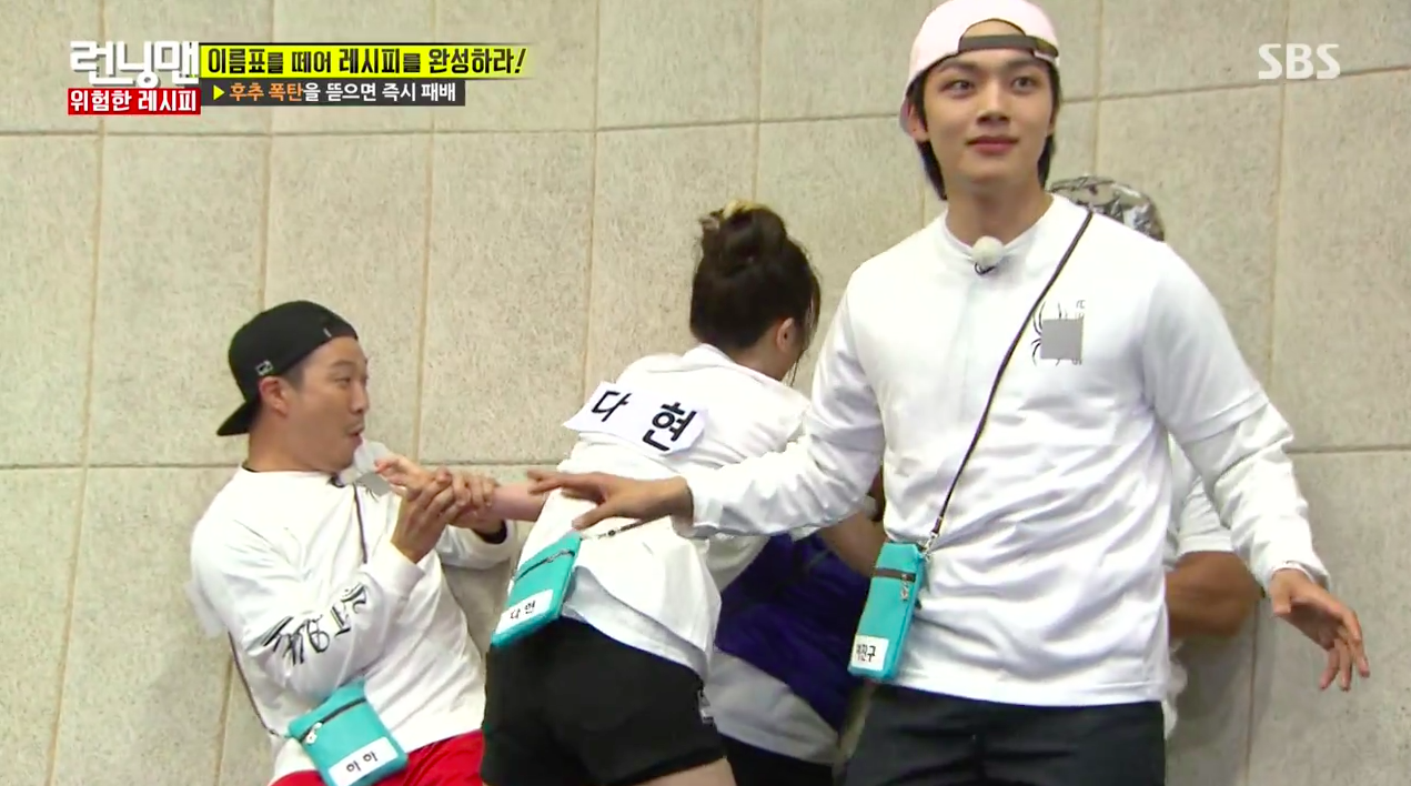 "Watch: Yeo Jin Goo Is Hilariously Shocked By TWICE In Attack Mode During ""Running Man"" Name Tag Game"