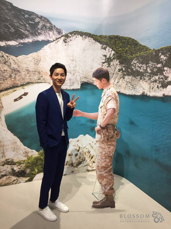 "Song Joong Ki Meets His Character From ""Descendants Of The Sun"""