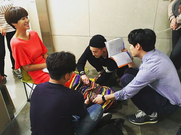 Ryu Jun Yeol Shows Caring Gesture For Co-Star Hwang Jung Eum