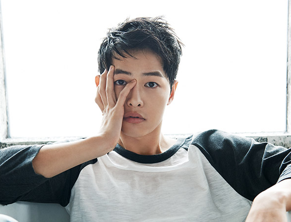 Watch: Song Joong Ki Gives Special Gift To Young Fan