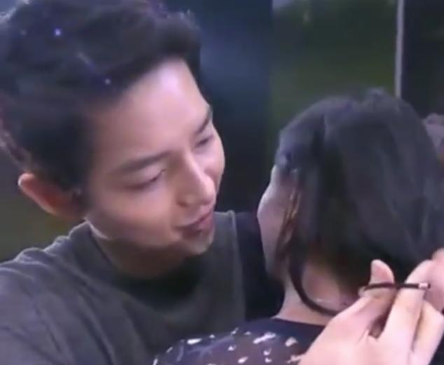 Watch: Song Joong Ki Reenacts Famous Scene And Ties Fan's Hair