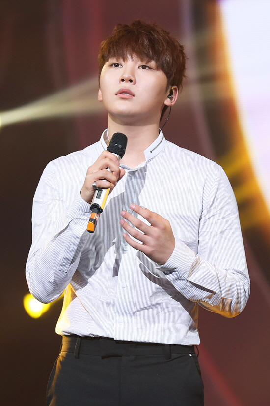 "SEVENTEEN's Seungkwan To Compete On ""Duet Song Festival"""