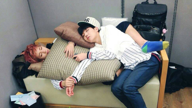7 Times Idols Adorably Cuddled With Each Other
