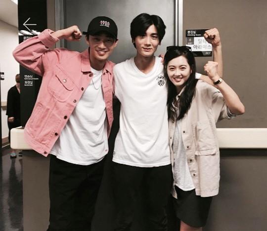 """Park Seo Joon And Go Ara Cheer On """"Hwarang"""" Co-Star Park Hyung Sik At Musical"""