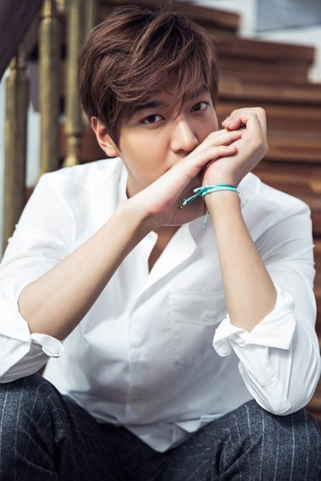 Lee Min Ho Receives Award For Charitable Donations And Acts
