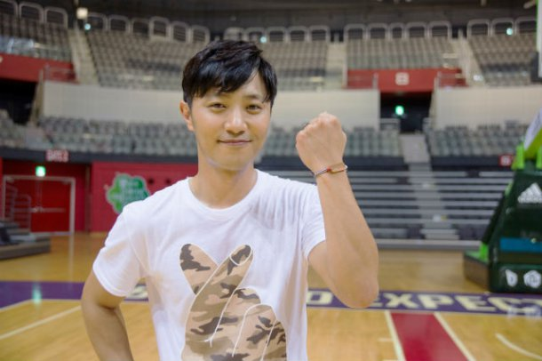"Jin Goo Takes On The ""Shoot For Love"" Challenge To Raise Money For Children With Cancer"