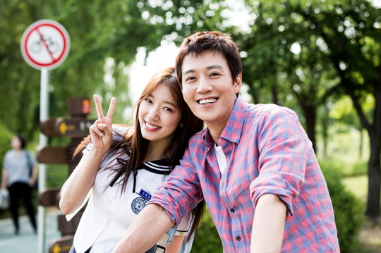 """Behind-The-Scenes Photos Of Park Shin Hye And Kim Rae Won On """"Doctors"""" Revealed"""