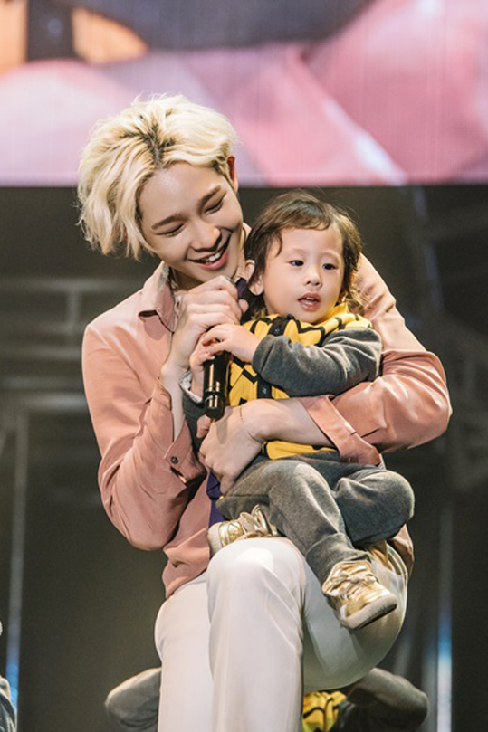 "WINNER Shares The Stage With The Kids Of ""Half-Moon ..."
