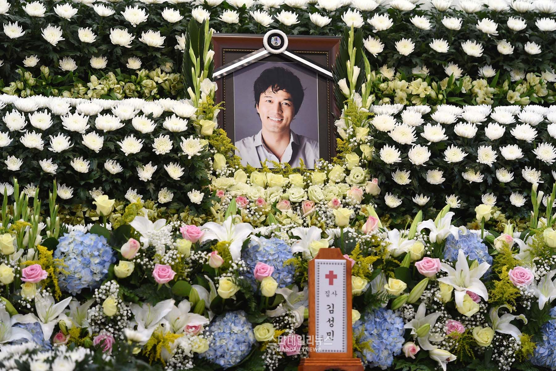 Actor Kim Sung Min Mourned At His Wake