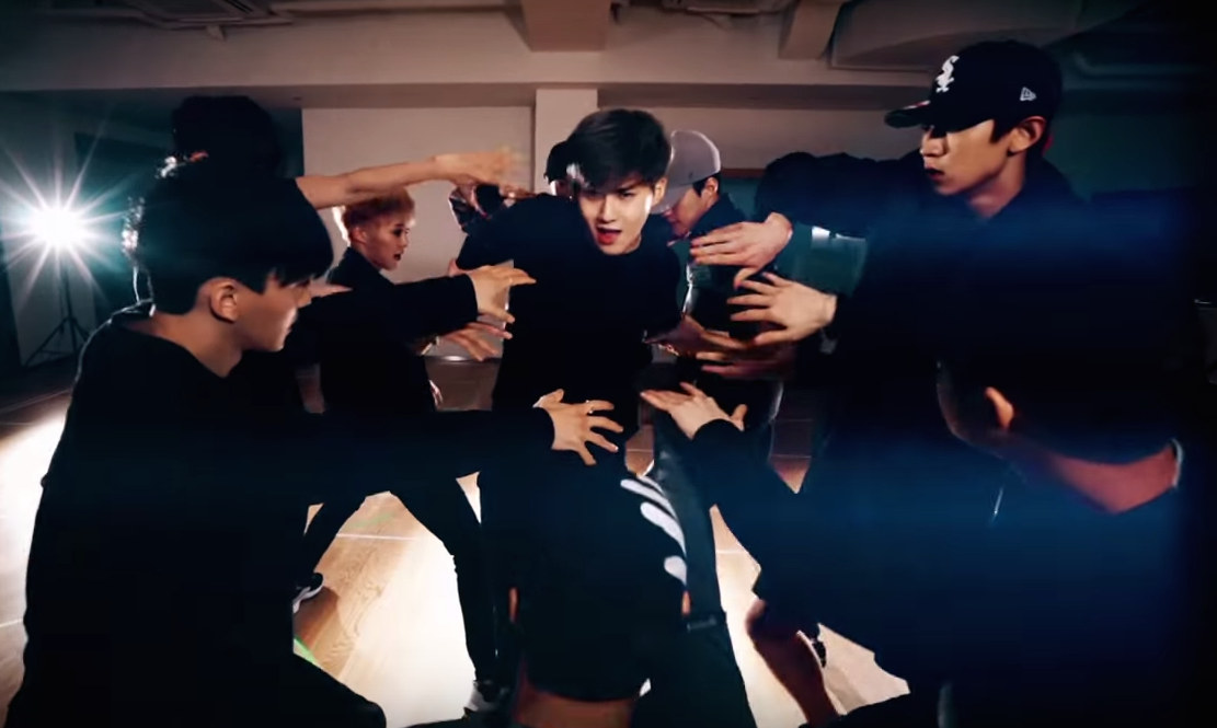 """EXO Creeps Into Your Heart With New """"Monster"""" Dance Practice Video"""