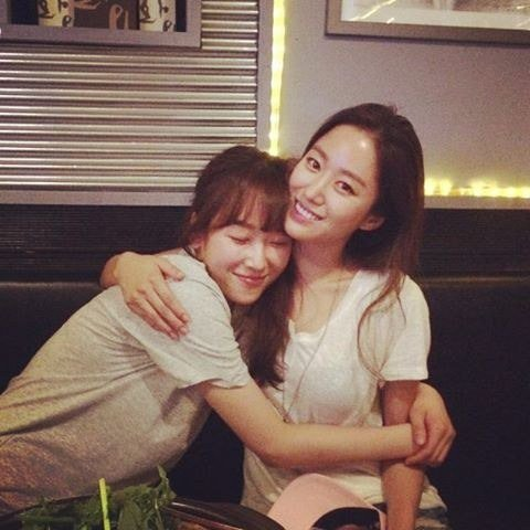 "Jeon Hye Bin And Seo Hyun Jin Say Goodbye To ""Oh Hae Young Again"" Audience With Friendly Photo"