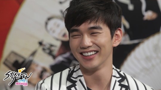 "Yoo Seung Ho Talks About Shedding His ""Nation's Little Brother"" Image"