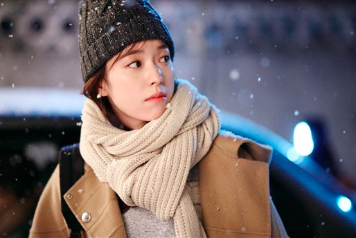 "Han Hyo Joo Is Literally Straight Out Of A Comic Book In New ""W"" Stills"