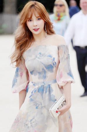 HyunA Attends Paris Fashion Week | Soompi