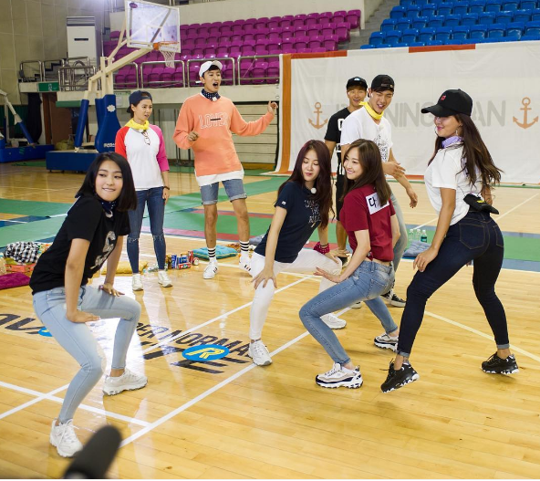 "SISTAR And MONSTA X's Shownu Get Their Groove On In New ""Running Man"" Stills"