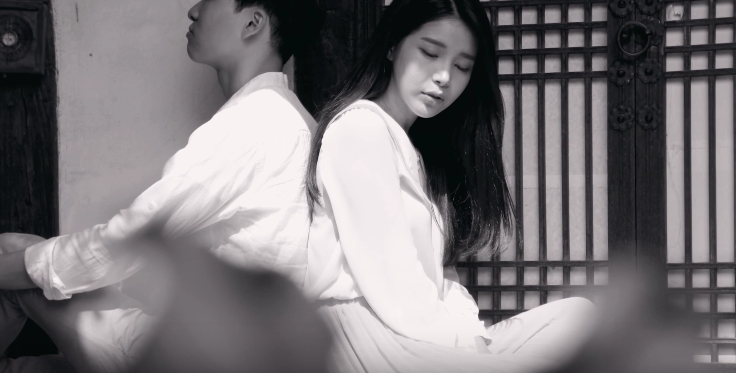 MAMAMOO's Solar Teases 3rd Solo Release With Vintage-Inspired Narration Video