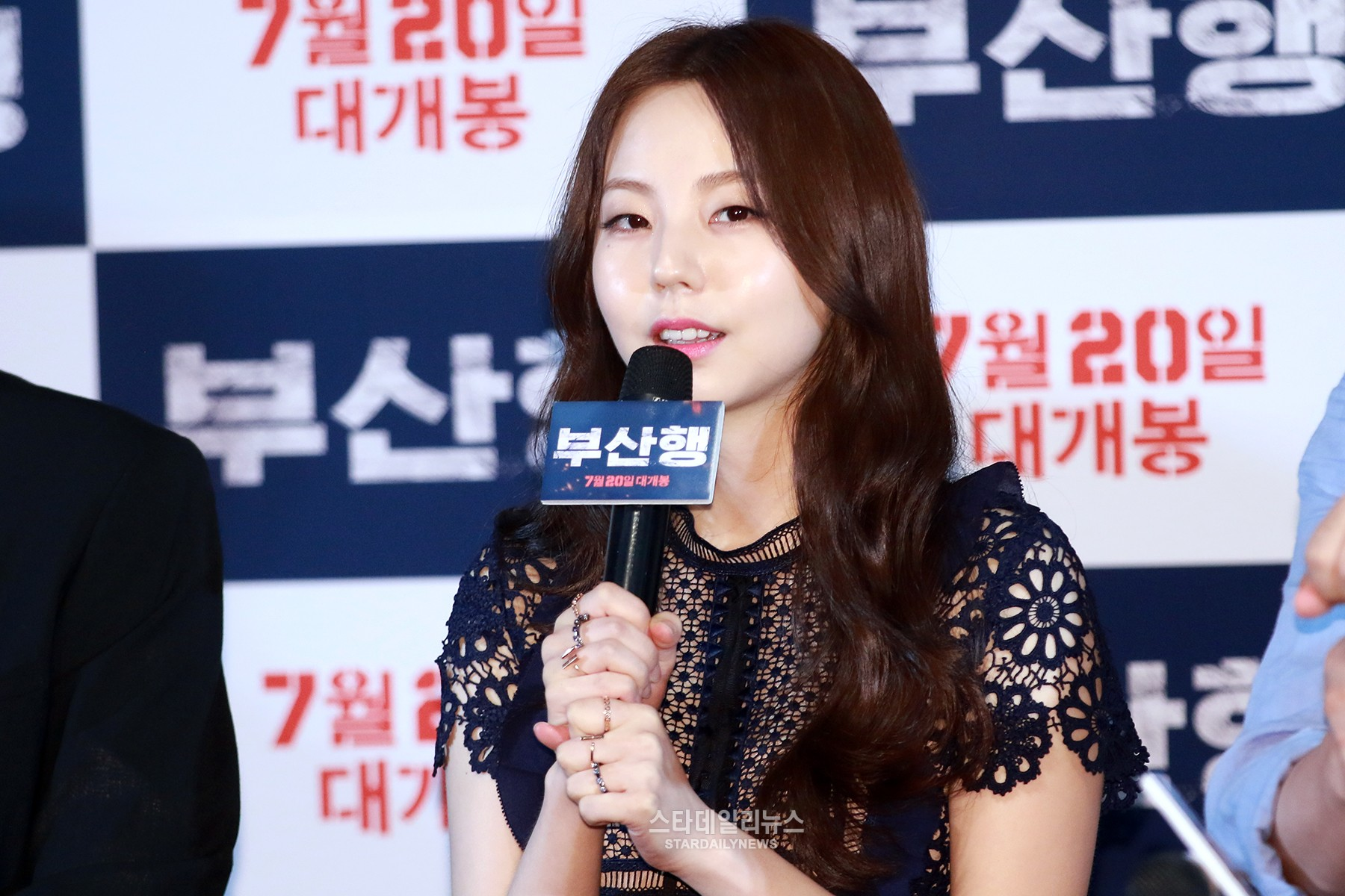 "Former Wonder Girls Member Ahn So Hee Shares What It's Like Seeing Herself In New Film ""Train To Busan"""