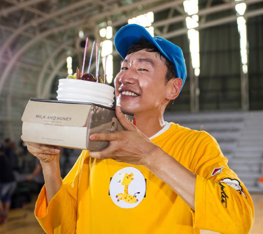 """Running Man"" Celebrates Lee Kwang Soo's Birthday"