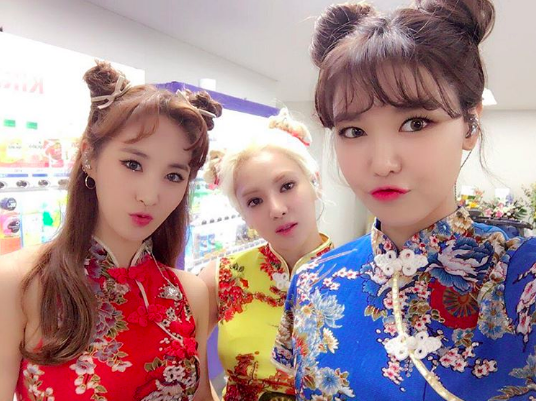 Girls' Generation's Sooyoung, Hyoyeon, And Yuri Send A Warning To TaeTiSeo With Their Cute Group Shots